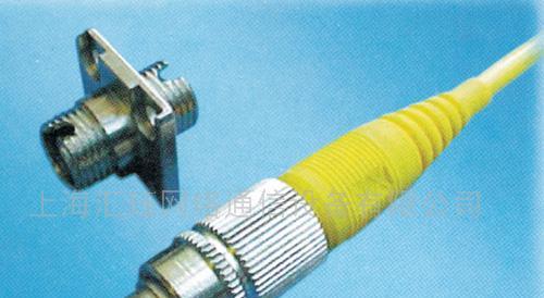 多模连接器,还有其它如以塑胶等为传输媒介的光纤连接器;按连接头结构