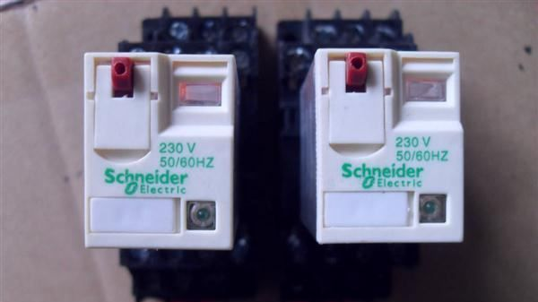 继电器大量现货,2p ,4p 施耐德 小型继电器 rxm2ab4bd