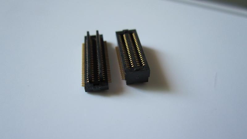 供应0.5间距20P合高4.0mm黑色板对板双槽板对板连接器