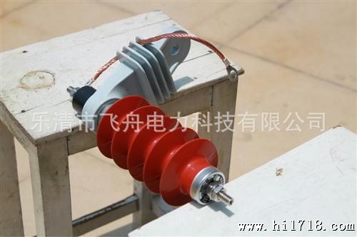 35KV 带脱离器安装支架导电带复合氧化锌避雷器HY5W系列图片