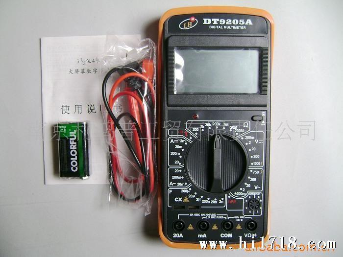 3 1/2大屏幕液晶显示(18厘米)/数字多用表 工程单位报警器 低电池显示 声响的连续性和二极管测试与晶体管和电容测试 ,与Resistance Test 过载保护 自动关机 数据保持 技术指标: 直流电压:200mv-2V-20V-200V-1000V ±(0.5%+1dgt) 交流电压:200mv-2V-20V-200V-750V ±(0.