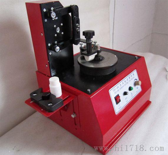 我公司专业设计生产各种液压打包机。该系列液压打包机可将松散的废旧报纸、纸箱、废旧塑料、印刷厂下脚料、服装厂下脚料等压缩体积,便于存放和运输,节省空间,为您大大降低运输成本。该系列液压打包机的液压系统采用我公司自主设计的高效能低低噪声的液压回路,关键元件采用进口配件,确保整机的性能稳定。压板上、下运行采用优质碳钢焊接而成,美观而又兼顾刚性强。 本厂有压力30、50、70、80、100、120、150吨等多种规格,另可根据用户需求设计订做。 液压打包机用途: 本机适用于废纸、边角布料、废旧塑料薄膜,废纸、纸边