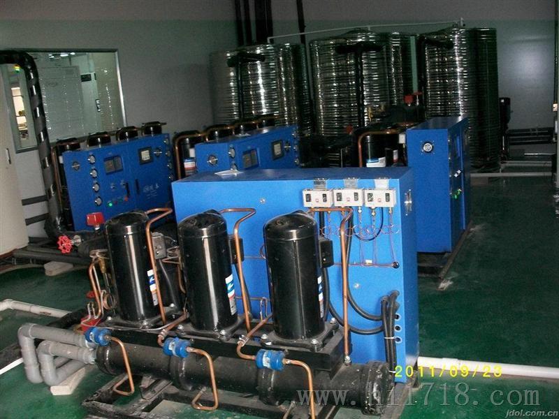 水冷式冷水机必须依靠冷却水塔工作,风冷式的则用自身自带的风扇进行