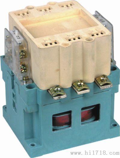 CJ20系列交流接触器主要用于交流50Hz、额定电压至690V(个别等级能至1140V)、电流至630A的电力线路中供远距离接通和分断电路以及频繁起动和控制交流电动机,并适宜于与热继电器或电子保护装置组成电磁起动器,以保护电路或交流电动机可能发生的过负荷及断相。 型号及其含义 一:些常见型号:CJ20-10 CJ20-16 CJ20-25 CJ20-40 CJ20-63CJ20-100 CJ20-160 CJ20-250 CJ20-400 CJ20-630 注1:以数字代表额定工作电压03代表400V一