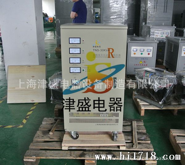 技术优点: l 电机自动伺服式稳压; l 设有过压,延时(选择)和故障保护功能; l 自身损耗小,高效节能; l 负载性能强,稳压范围宽,可以长期连续使用; l 输出波形无畸变; l 功能更完善,更安全可靠。 技术参数: 输入电压:160V~250V 输出电压:220V 相数: 单相 输入电压:304V~456V 输出电压:380V 相数:三相 绝 缘:大于 等于2MQ 电气强度:1500V/1min 频  率:50~60HZ 调整时间:小于1秒(输入电压变化10%) 最大额定:98% 过压保护:245&
