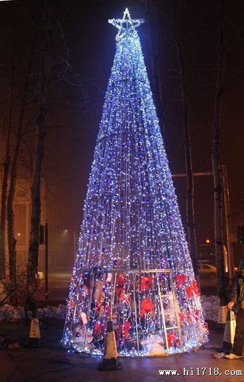 厂家直销大型圣诞树 2013年大型框架圣诞树